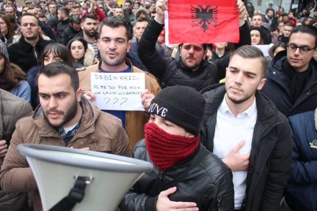 Meanwhile for the third day students of the University of Shkodra Luigj Gurakuqi have continued the protest.