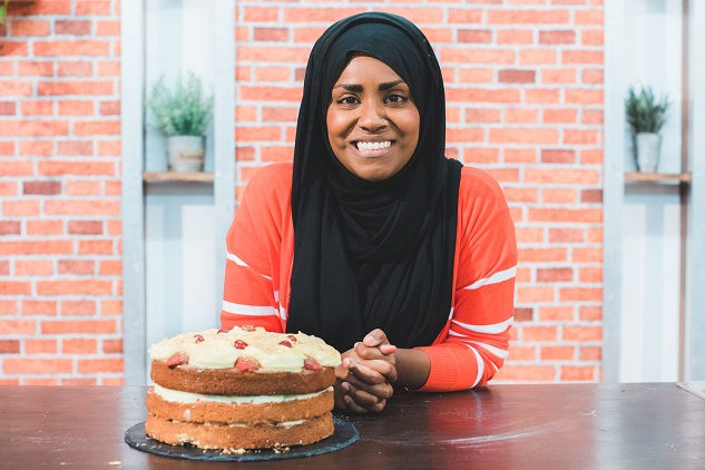 Admirable Uk Muslim Woman To Make Queens Birthday Cake Turkey And World News Funny Birthday Cards Online Aeocydamsfinfo