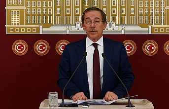 CHP lawmaker blasts push for Turkish call to prayer