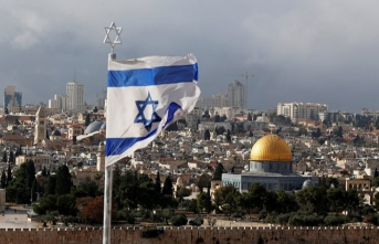 Israel slaps Palestinian official with travel ban