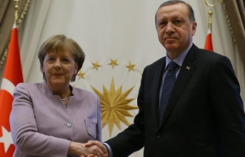 Erdogan, Merkel discuss Syria and migrants over phone
