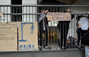 France detains 32 students protesting education reform