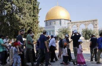 Settlers converge on Jerusalem's Aqsa compound