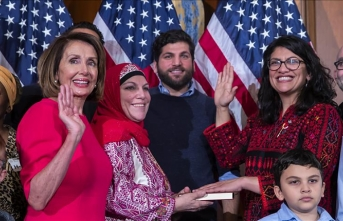 US: Rashida Tlaib sworn in wearing Palestinian dress