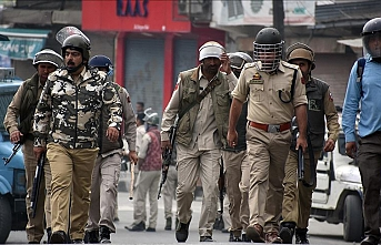 India: Kashmiri politicians put under house arrest