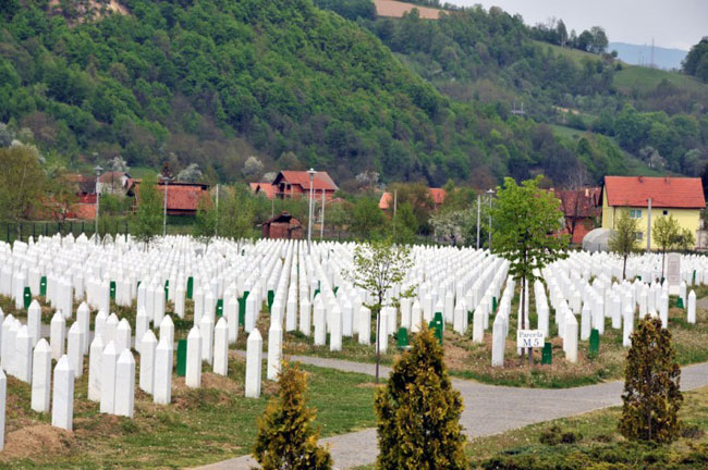 Srebrenica police commander freed early from jail