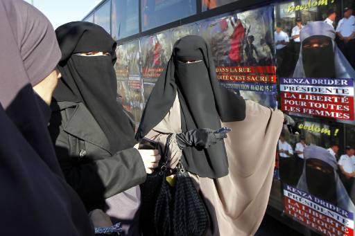 Lawyer to challenge France's burka ban
