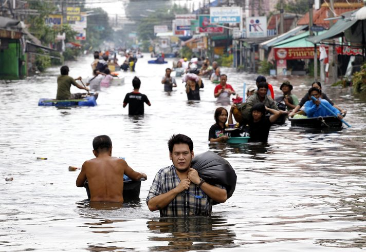 Floods in Malaysia and Thailand kill at least 24
