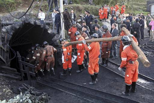 China to close nearly two thousand small coal mines
