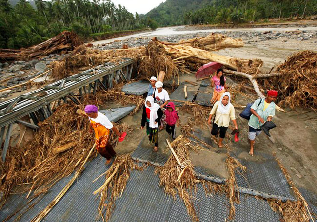 Philippine rescuers struggle to reach villages after typhoon