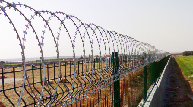 Bulgaria may extend Turkish border fence to bar Syrian, Iraqi refugees