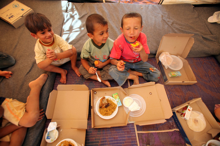 UN resumes food aid for Syrian refugees in Jordan