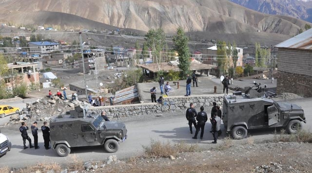 Six wounded in clash on Turkey-Iraq border