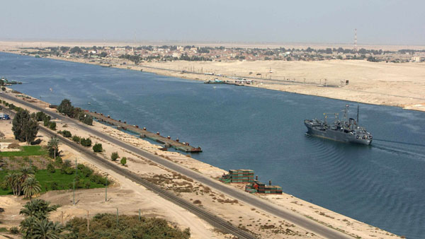 Poor Egyptians help fund Suez Canal megaproject