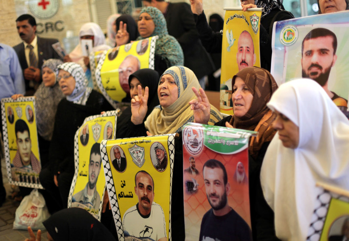 Palestinian prisoners end hunger strike following deal