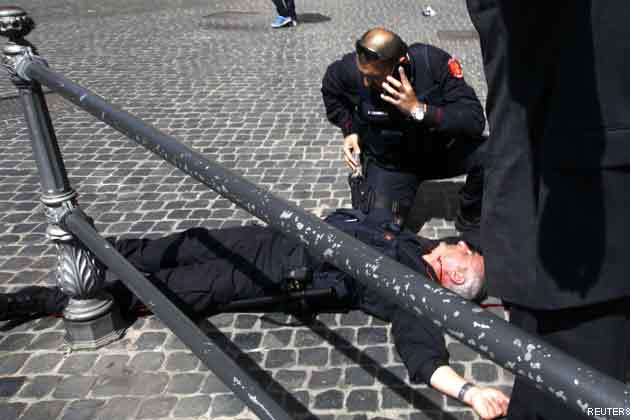 Two police officers shot as Italian government sworn in-UPDATED