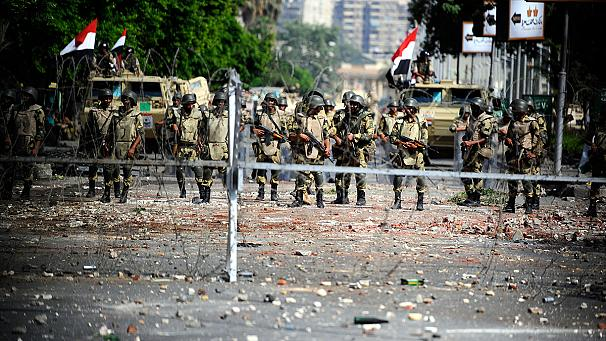 Egypt's Sisi orders army to guard vital public facilities