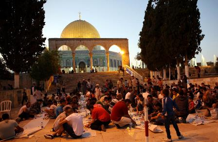 Palestinians hold Al-Aqsa  sit-in amid tension