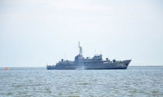 U.S. Navy strategy for long warship deployment starts in Asia