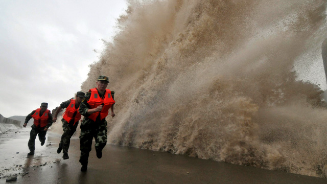 Typhoon Phanfone on course to lash Tokyo