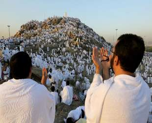 Millions flock to Jabal ar-Rahmah for 'the Day of Arafat'- UPDATED