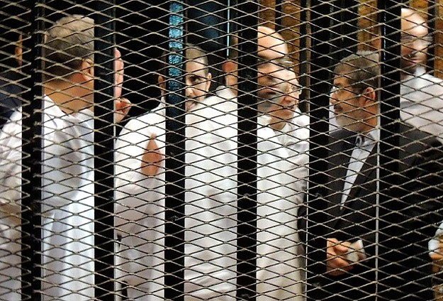 Morsi, Brotherhood lawyers not to withdraw from trials