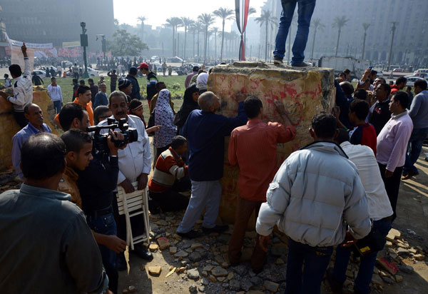 Egypt police use teargas to disperse protesters