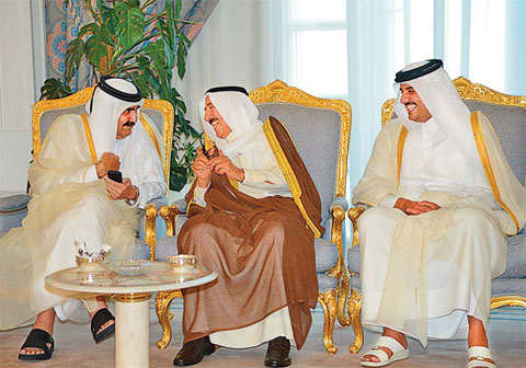 Qatar emir issues summit invite fellow Gulf rulers