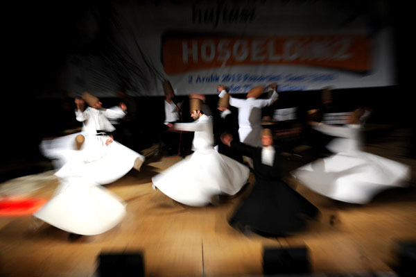 Vatican Palace hosts Sufi whirling dervishes