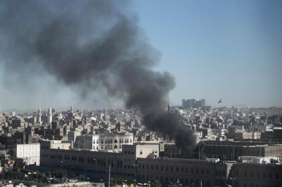Car bomb rocks checkpoint in Yemen's Hadhramaut