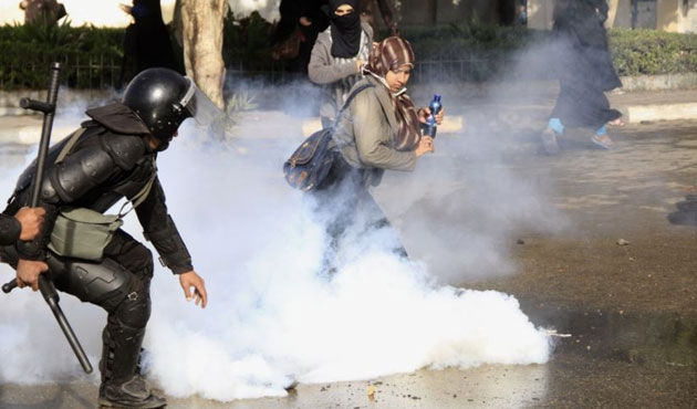 Egypt police teargas anti-Mubarak university protests