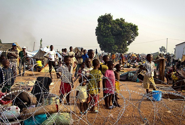 Thousands flood camp in Central African Republic