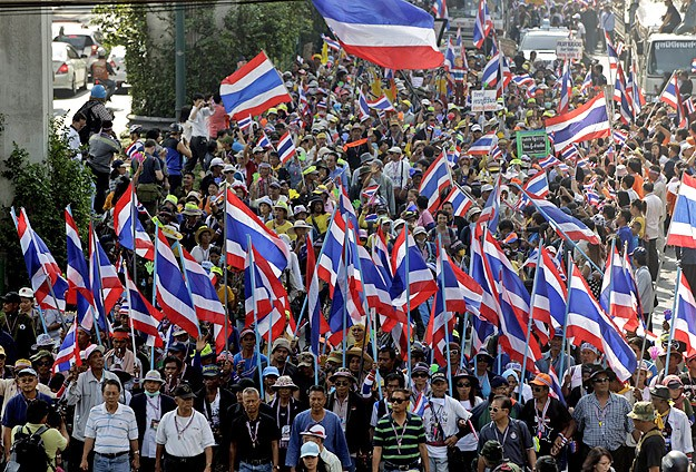 Pressure builds on Thai Senate as crisis drags on