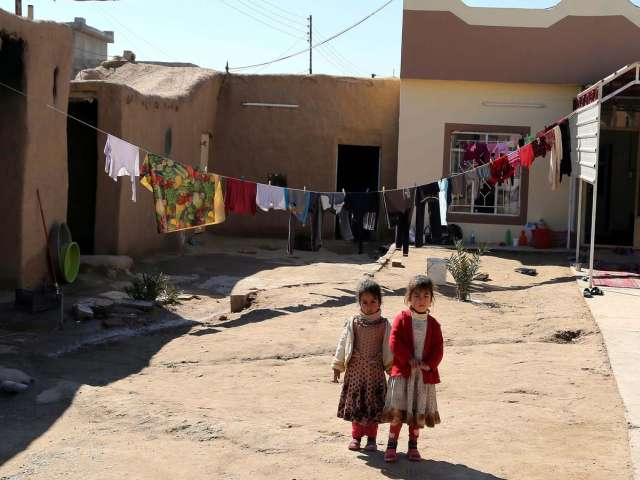 UN says up to 180,000 refugees flee Iraqi town