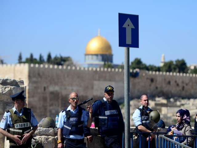 Israel building military vehicles bridge for Aqsa raids
