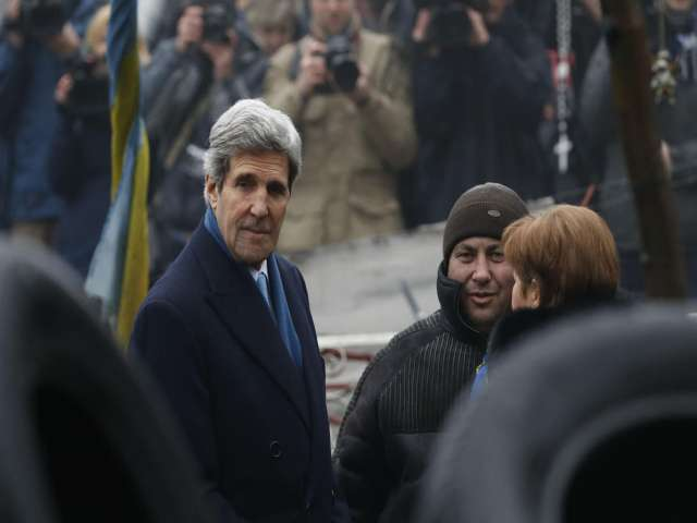 Kerry calls for restraint in call with Lavrov