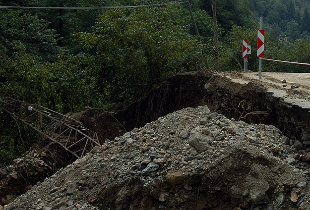 Washington state county delays building ban after deadly mudslide