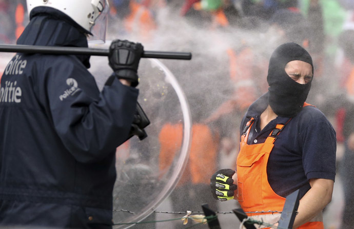 Water-cannon used to disperse violent Brussels protests