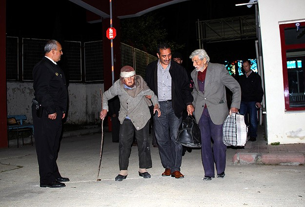 Syrians of Armenian descent flee to Turkish border town