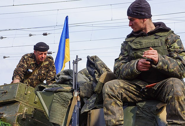 Pro-Russians take control of Ukrainian troop carriers, seize building