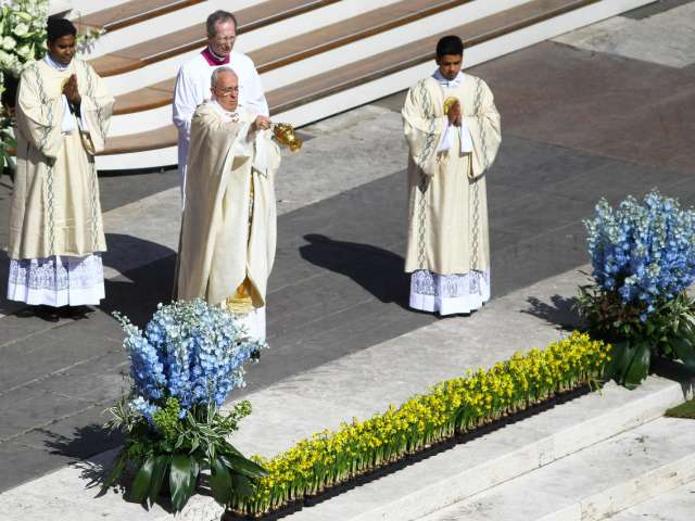 Pope calls for end to war, condemns waste exacerbating hunger