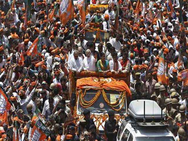 Modi draws huge crowds as election race starts in sacred city