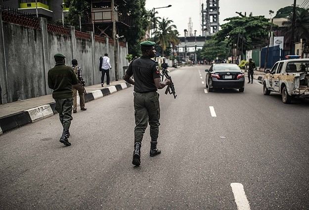 Nigerian army posts two divisions to hunt for missing girls