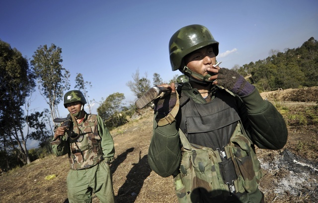 Hundreds of Chinese 'trapped by fighting' in Myanmar