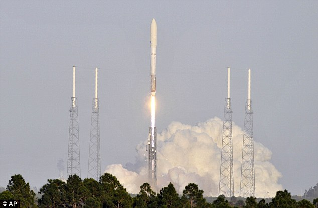 Commercial U.S. cargo ship reaches space station