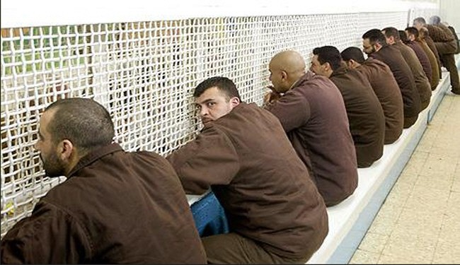 7,000 Palestinians start hunger strike in Israeli jails