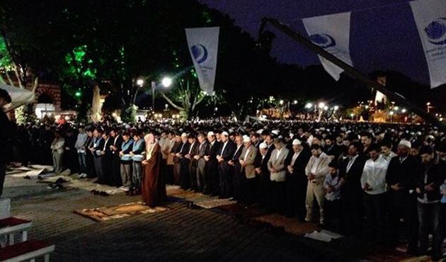 Turks gather to pray at Hagia Sofia, call to reopen mosque