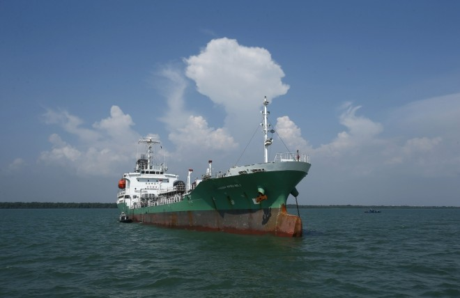 Thai oil tanker recovered, cargo taken by hijackers