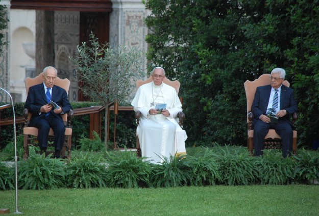 Pope: Israelis, Palestinians must 'persevere undaunted in dialogue'