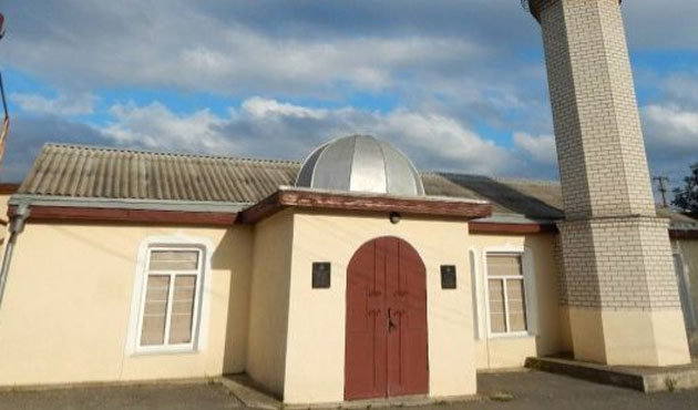Crimean mosque attacked and set fire